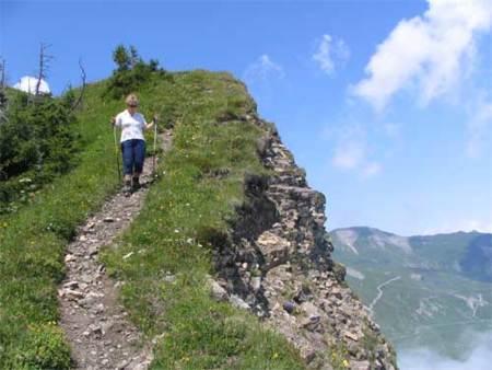 Trucos para subir y bajar bien en terrenos de montaña al practicar carrera
