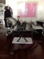 ¿Buena o mala idea?: un caballo de carrusel en tu salón
