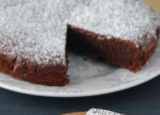Pastel jugoso de chocolate, avellana y almendra sin harina. Receta sin gluten