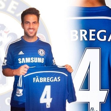 A Fábregas su hermanito lo va a pillar jugando en el Chelsea