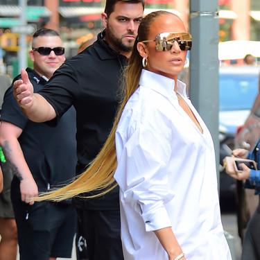 ¡Sin palabras! Así nos hemos quedado al ver las botas de Versace que Jennifer López ha paseado por Nueva York