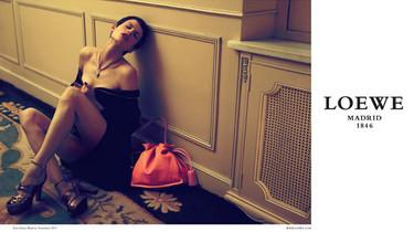Saskia de Brauw sí entiende la pasión de Loewe en la campaña Primavera-Verano 2012