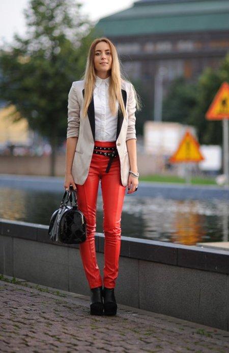 Pantalones rojo cuero We Inspire
