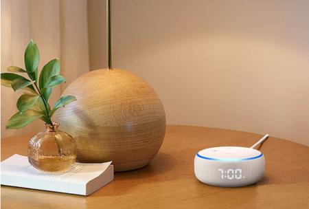 Los nuevos altavoces de Amazon a precio mínimo histórico: Echo 3º generación por 79 euros y Echo Dot con reloj por 59 euros