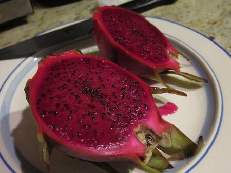 Pitahaya: qué es esta super fruta y cuáles son sus beneficios para nuestra salud