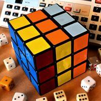 Un cubo de Rubik para los que nunca lo supieron resolver: con Bluetooth, sin trampas y con una app de ayuda