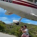 Este fotógrafo se juega la vida para inmortalizar el aterrizaje de un avión