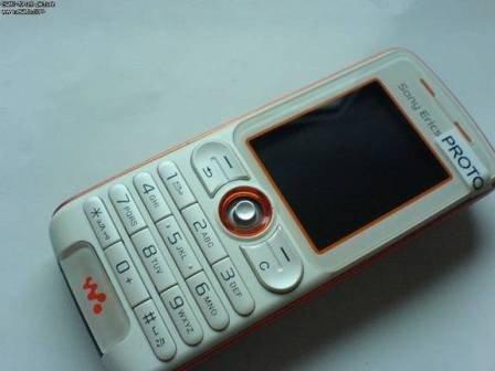 Sony Ericsson W200i, más imágenes