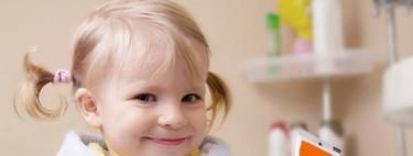Pasta de dientes para niños pequeños, ¿tiene que llevar flúor?