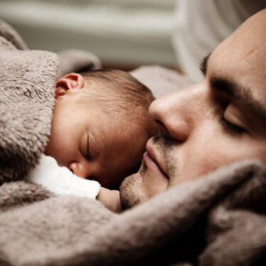 A partir del 1 de enero de 2021, los padres disfrutarán de un permiso de paternidad de 16 semanas