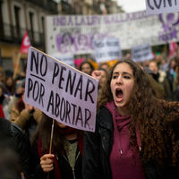 300 kilómetros para un aborto: cómo operan las trabas a la interrupción del embarazo en España