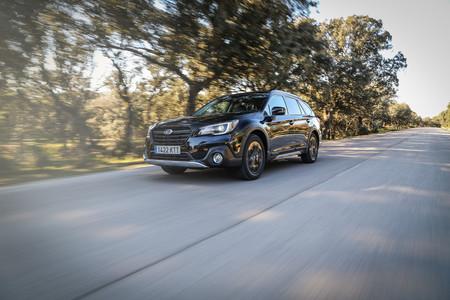 Subaru Outback Black Edition en carretera