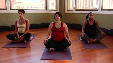 Yoga para embarazadas (vídeo)