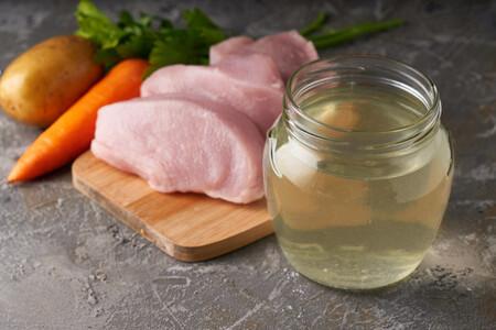Istock 1267283911 caldo de pollo