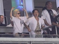 Lady Gaga sin pantalones y en ropa interior en un partido de los Yankees