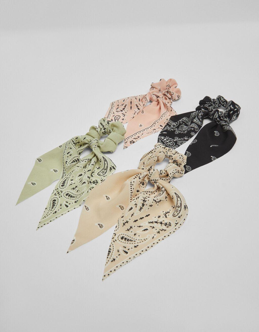 Pack de cuatro coleteros con diseño de bandana