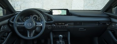 Mazda va a tirar de sentido común limitando el uso de pantallas táctiles porque son potencialmente peligrosas