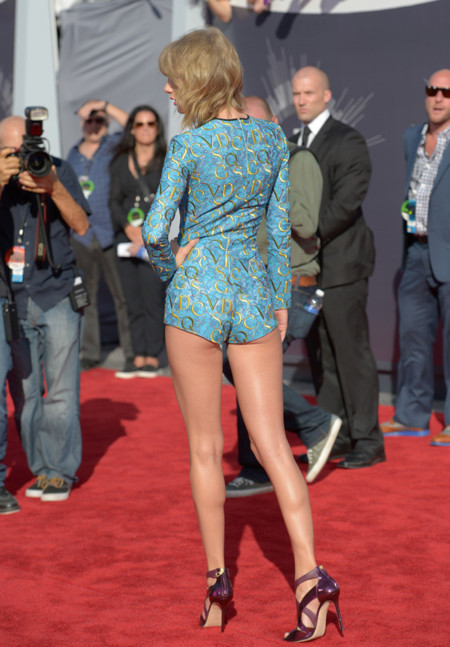 taylor swift piernas mtv vma 2014