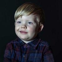 Serie de fotografías de niños idiotizados por la televisión