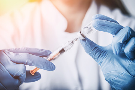 Vacunas infantiles y brote de coronavirus: la AEP nos aconseja cómo proceder al respecto