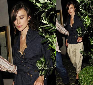 Keira Knightley se une a la moda del boyfriend jeans