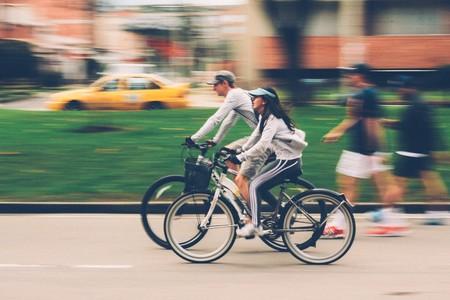 Hacer deporte en pareja no solo mejora tu salud física: también la de tu relación