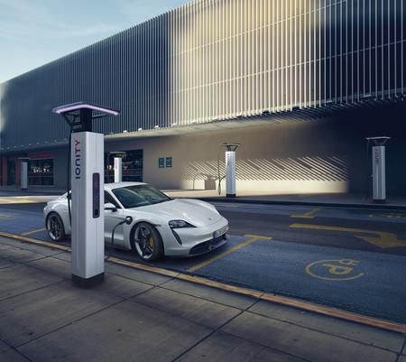El Porsche Taycan podrá recargar la batería usando sistemas de 800 V y 500 kW