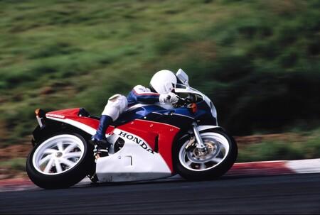 ¡Vivan las oldies! Honda trae a Europa el programa 'RC30 Forever' para cuidar de sus motos clásicas más icónicas