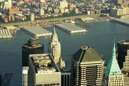 Cataratas entre los rascacielos de Nueva York