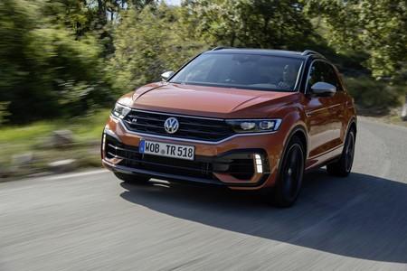 El Volkswagen T-Roc R ya está a la venta en España: la versión más bestia del SUV tiene 300 CV y un precio de 47.055 euros