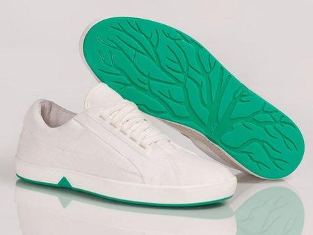 Si ya no usas tus zapatillas, entiérralas en el jardín