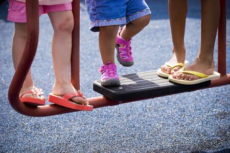 Ampollas y rozaduras en los pies de los niños: cómo tratarlas y qué tener en cuenta para evitar infecciones