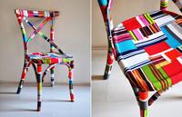 Sorprendente silla de madera decorada con diferentes telas