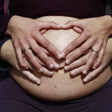 """""""Nadie te prepara para vivir ese momento tan doloroso"""": una madre ante la difícil decisión de interrumpir el embarazo y dar a luz a su bebé sin vida"""