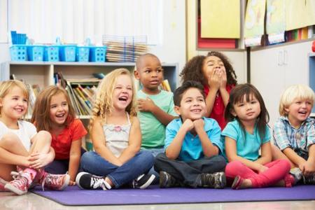 Niños contentos en la escuela.jpg
