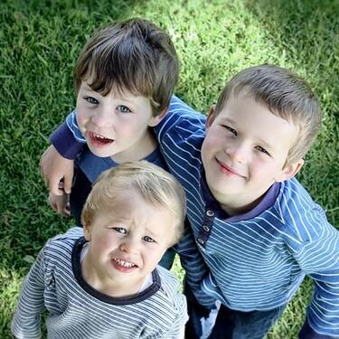 El curioso caso de tres hermanos que crearon anticuerpos contra la Covid-19 con PCR negativas