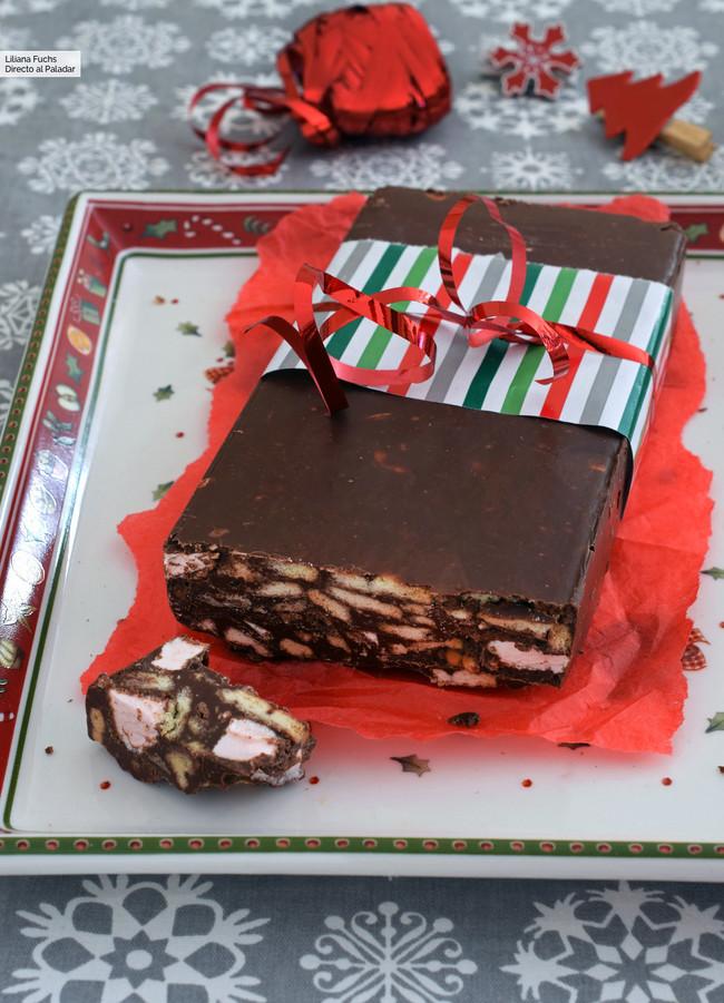 Falso turr�n de chocolate, galleta y nubes