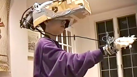 Este visionario de 13 años imaginó en 1993 cómo debería ser un casco de realidad virtual, e incluso lo fabricó