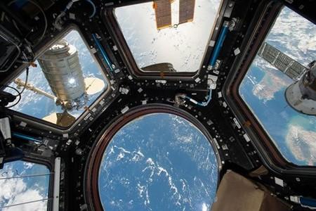 ¿En qué se parecen un gimnasio y la Estación Espacial Internacional? En sus microbios