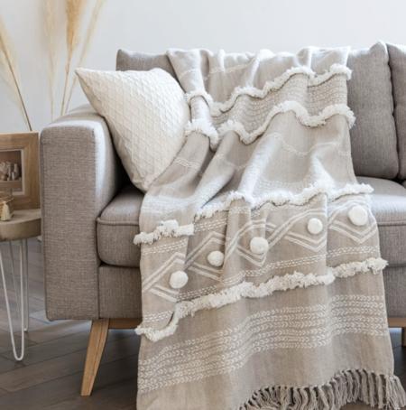 Manta de algodón tejido color crudo y beige con pompones 160x210