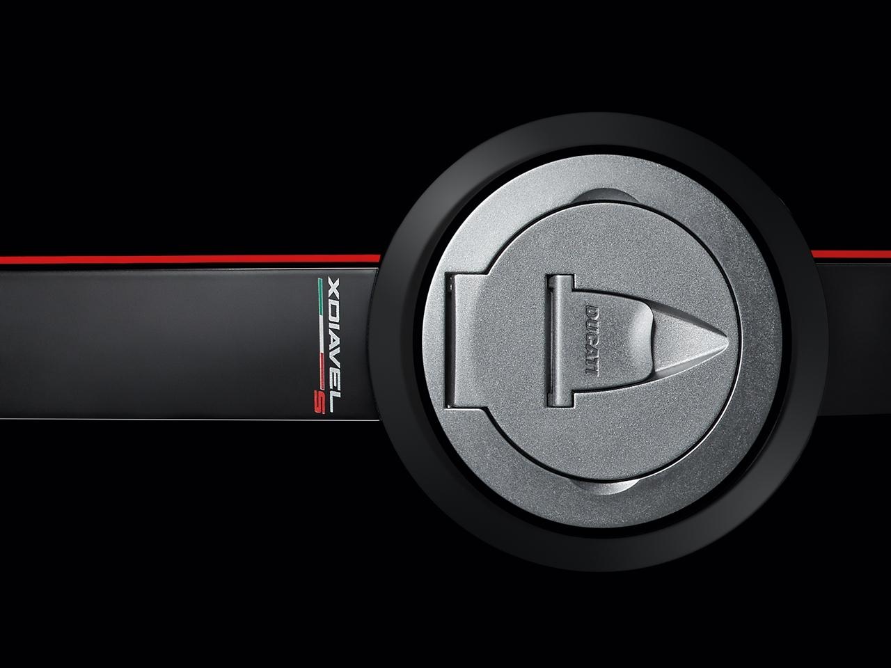 Foto de Ducati Diavel X (12/29)