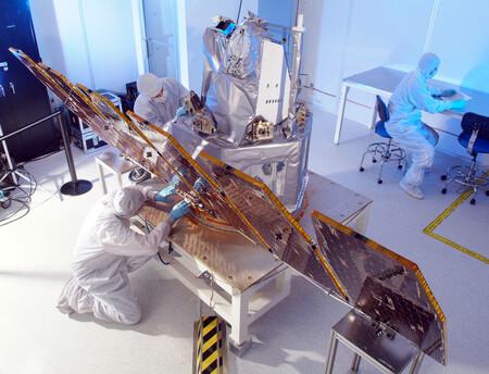 """Una sala """"blanca"""" de limpieza de la NASA."""