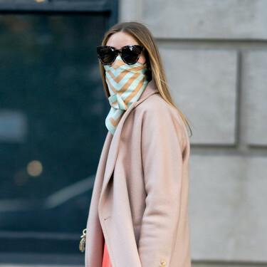 Abrigo rosa pálido y falda midi: buscamos alternativas económicas a las piezas protagonistas del último look de Olivia Palermo