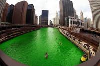 Chicago tiñe su río de verde durante el San Patricio