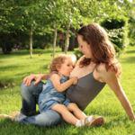 Acusan de abuso sexual a una mujer por dar el pecho a su hija de 7 años
