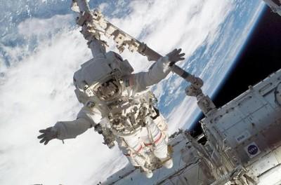 [Vídeo] Astronautas inician caminata espacial para corregir una fuga