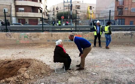 Ana, la abuela de 82 años que se ha plantado frente a las obras del AVE en Murcia y no piensa marcharse