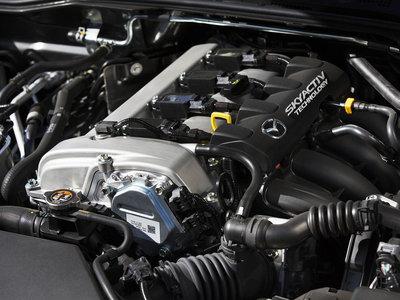 Di adiós a las bujías: el motor Mazda Skyactiv-X acabará con ellas en 2019
