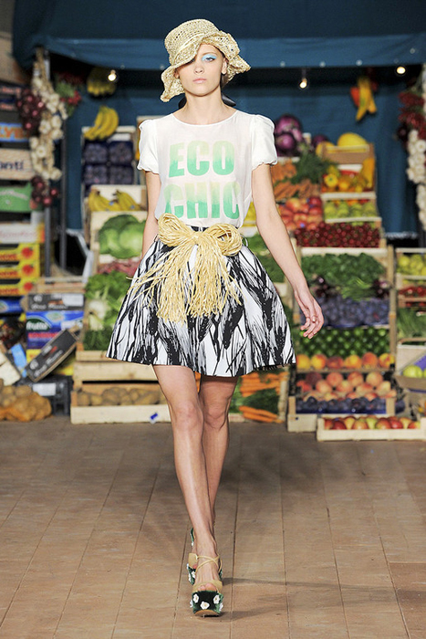 Foto de Moschino Cheap and Chic Primavera-Verano 2012 (11/28)