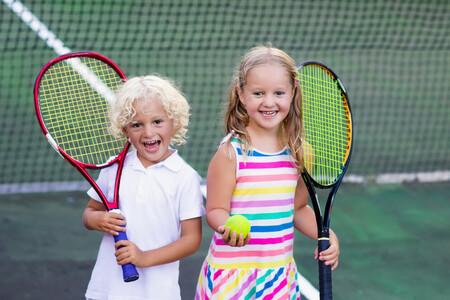 Los nueve grandes beneficios que tiene para los niños practicar deportes de raqueta